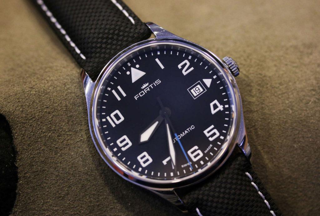 часы Fortis Pilot Classic Date